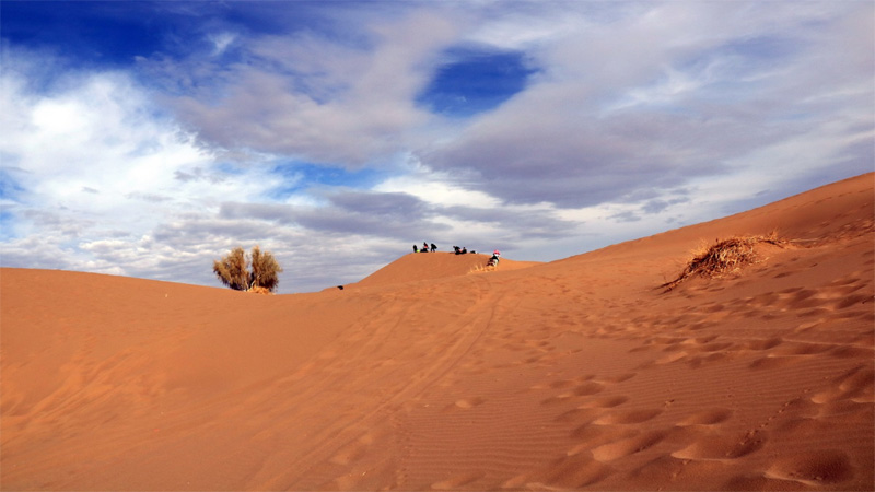 mesr village in cloudy day with a lot of visitors perfect desert in isfahan province