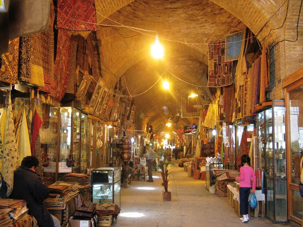 Internal architecture of Semnan market